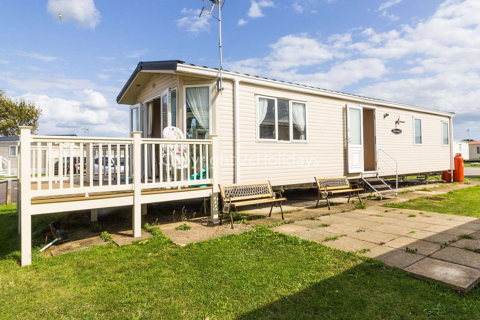 Beautiful mobile home throughout!