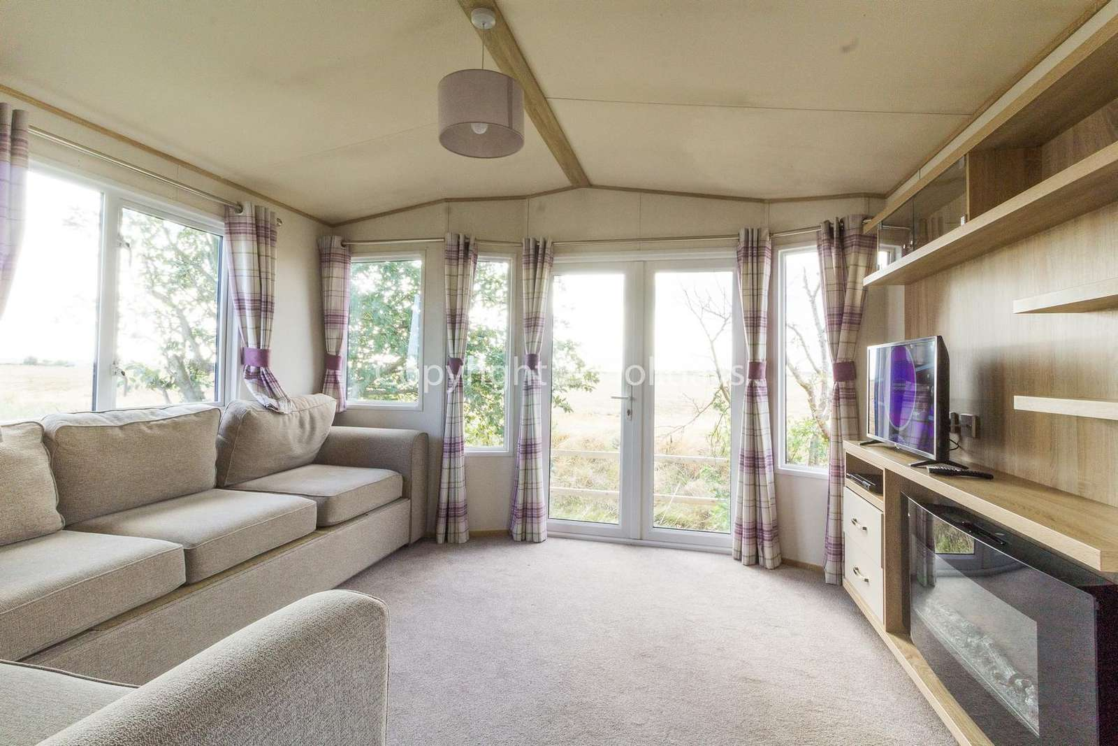 Spacious lounge, ideal for families!