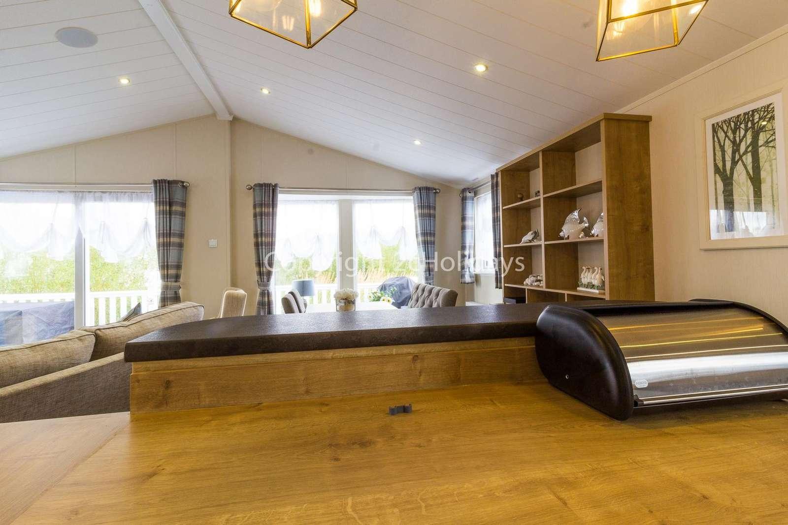 Light and spacious lodge!