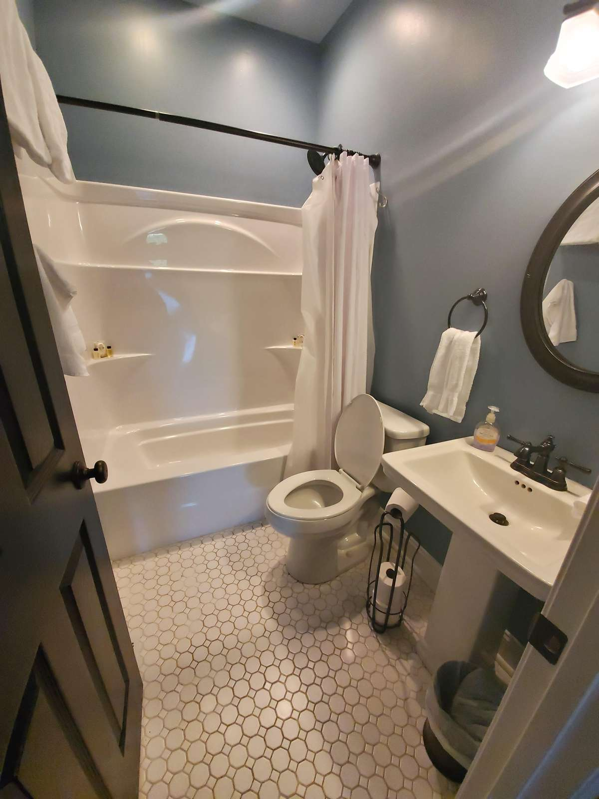 Common Bath for Twin Rooms