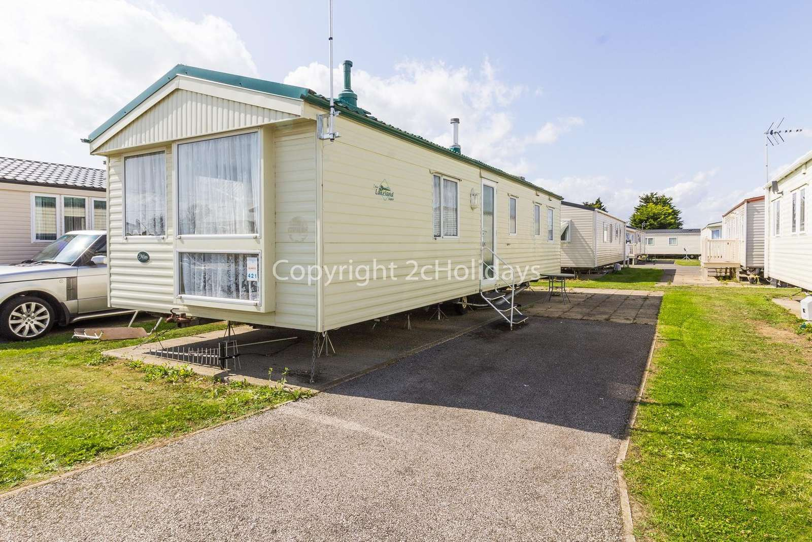 Superb caravan on a brilliant holiday park with lots to offer!
