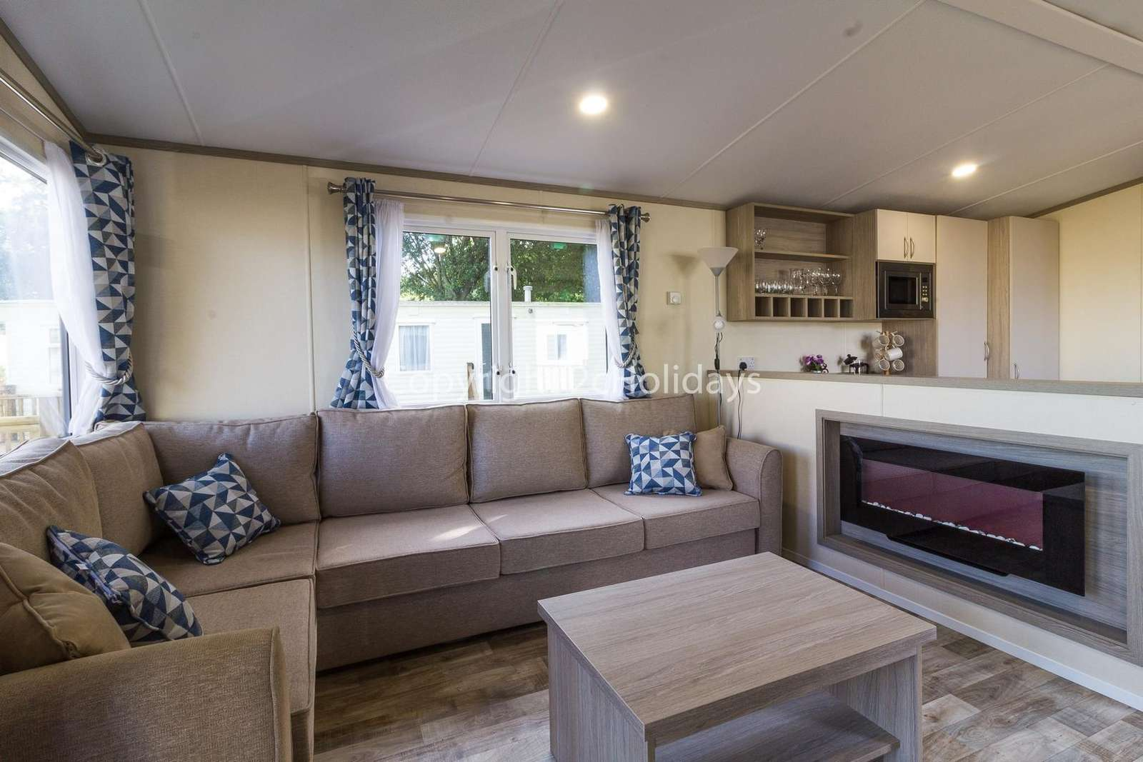 Cosy lounge with a electric fire!