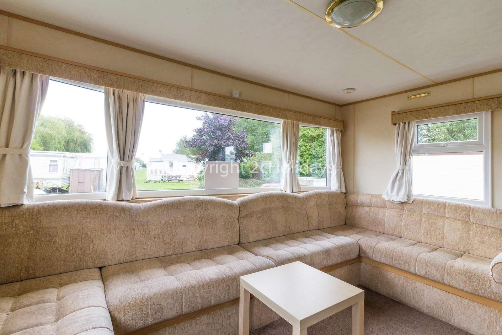 Close to the beautiful fishing lake and only a short drive to the lovely seaside town of Skegness.