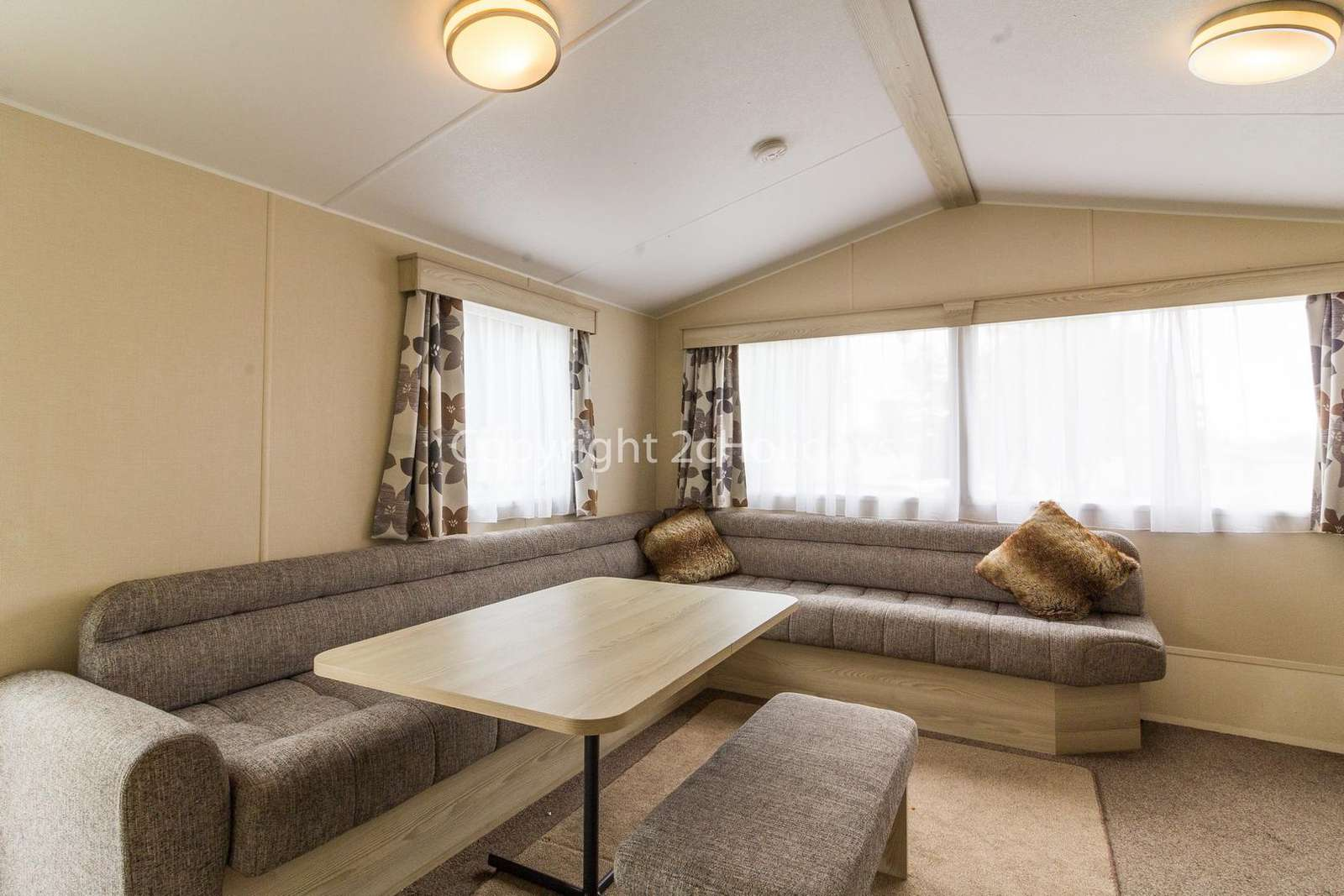 Spacious open plan living/dining area, great for families!