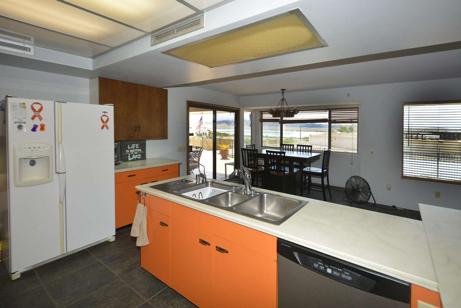 Kitchen duty was never so appealing - lake view is right in front of you