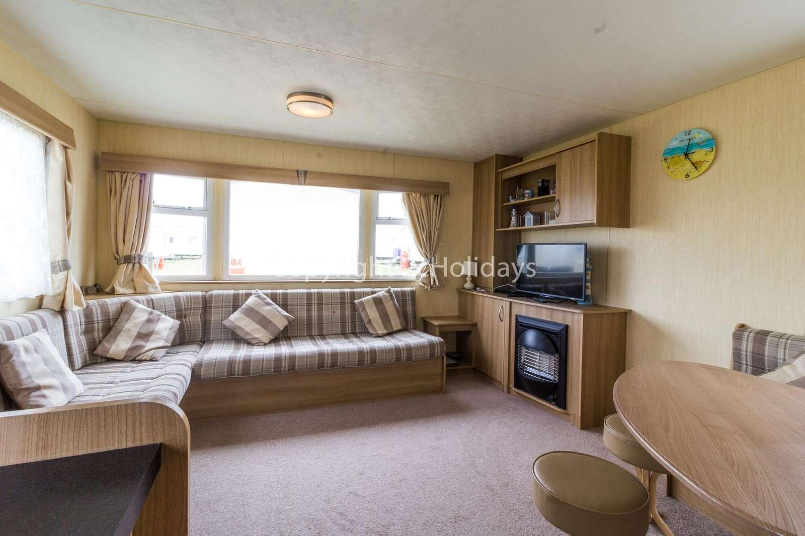 Spacious lounge/dining area, ideal for families!