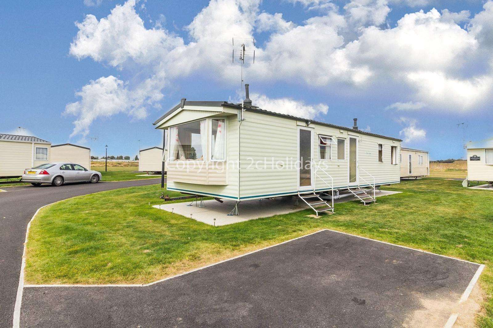 Lovely caravan on a family park with great amenities!