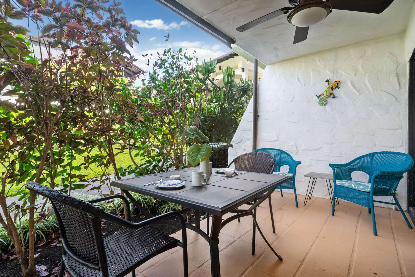 Roomy lanai for dining and relaxing
