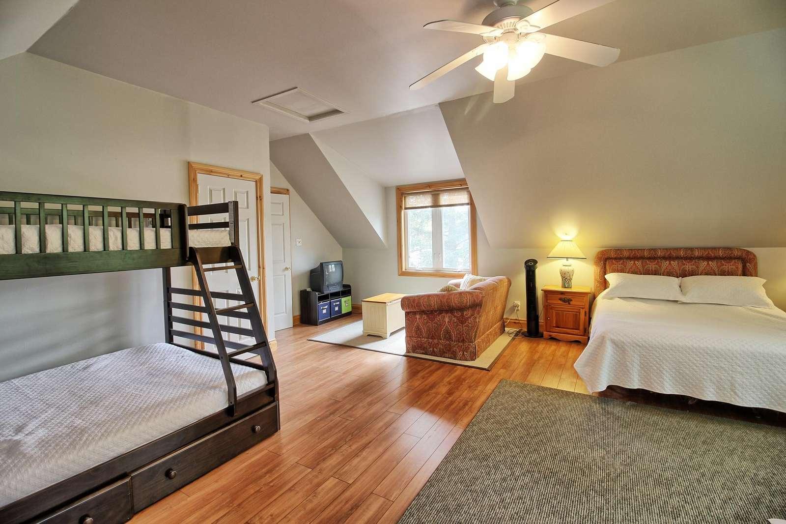 Loft - Bunk Bed + 2 Queens