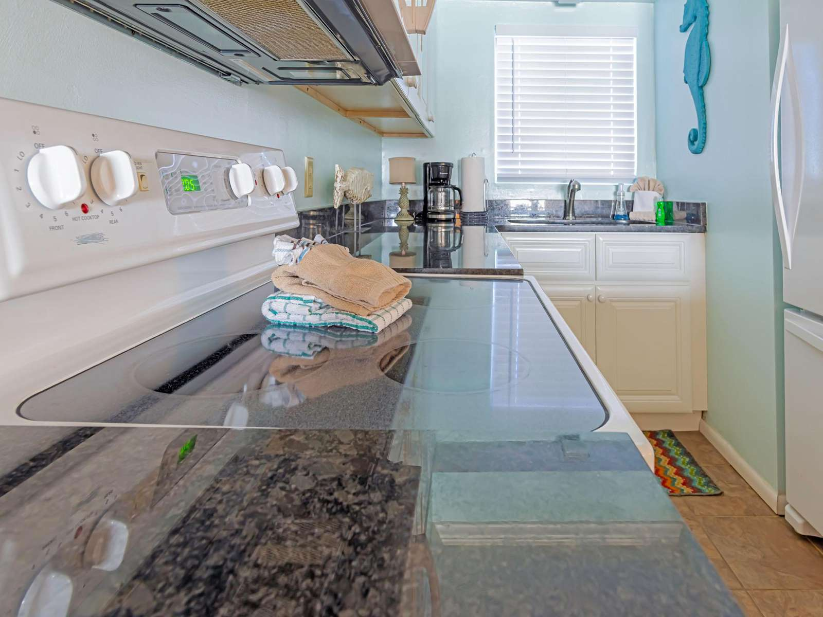 Clean fully stocked kitchen!