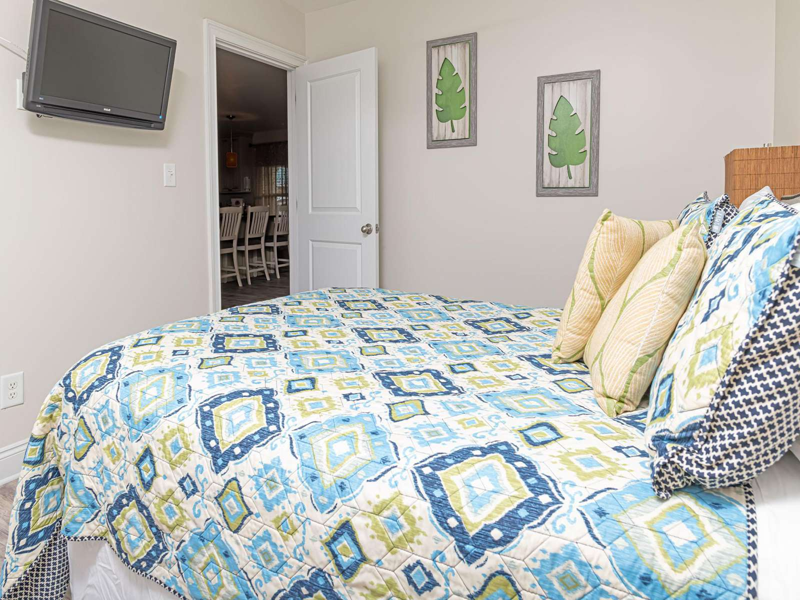 Full size bed with smart TV!