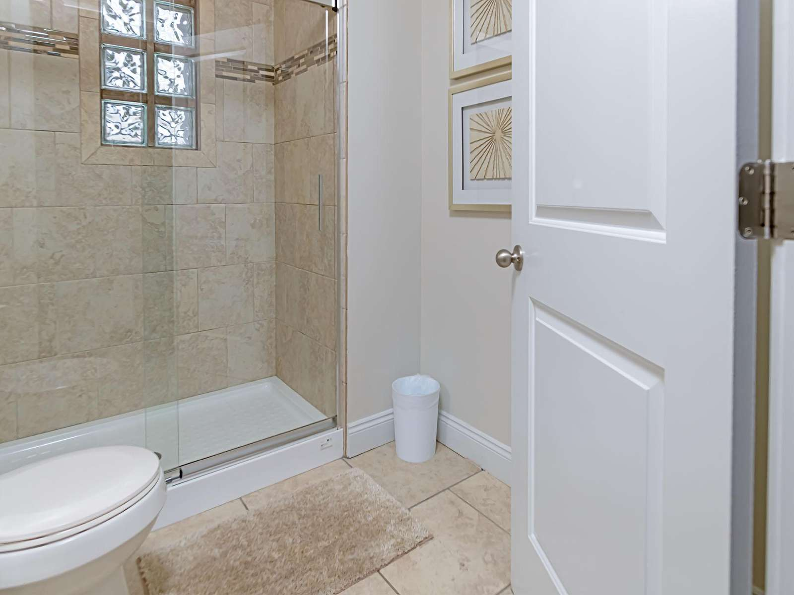 The first full bath downstairs is stocked with linen!