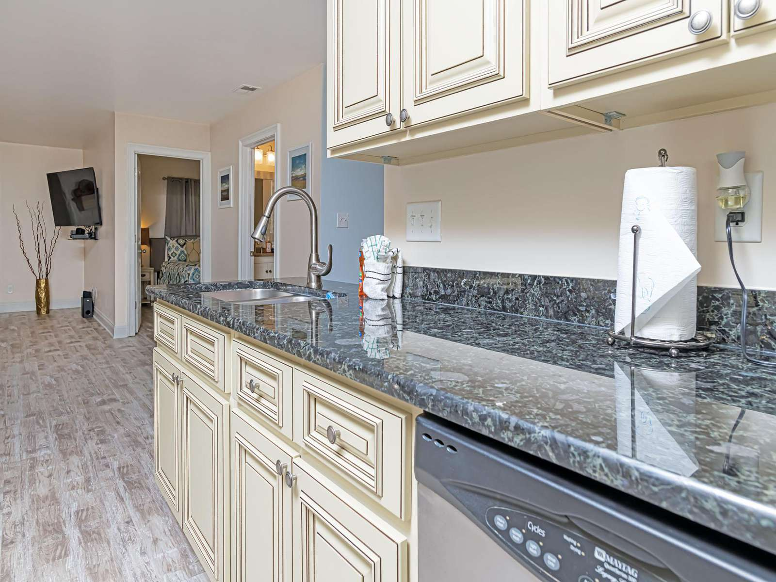 Cooking is a breeze in this kitchen! Contact us today!