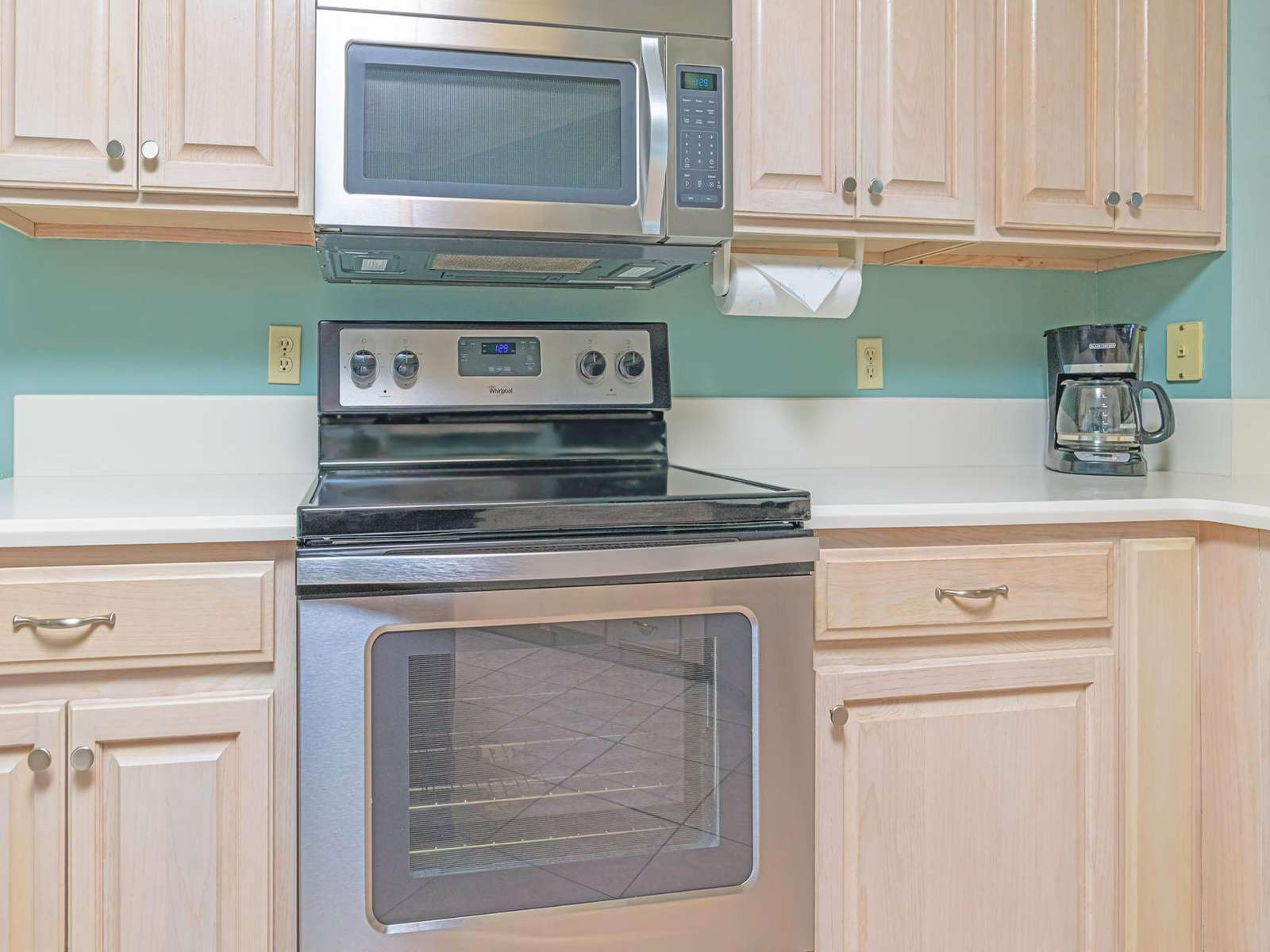 Fully equipped kitchen with newer appliances!