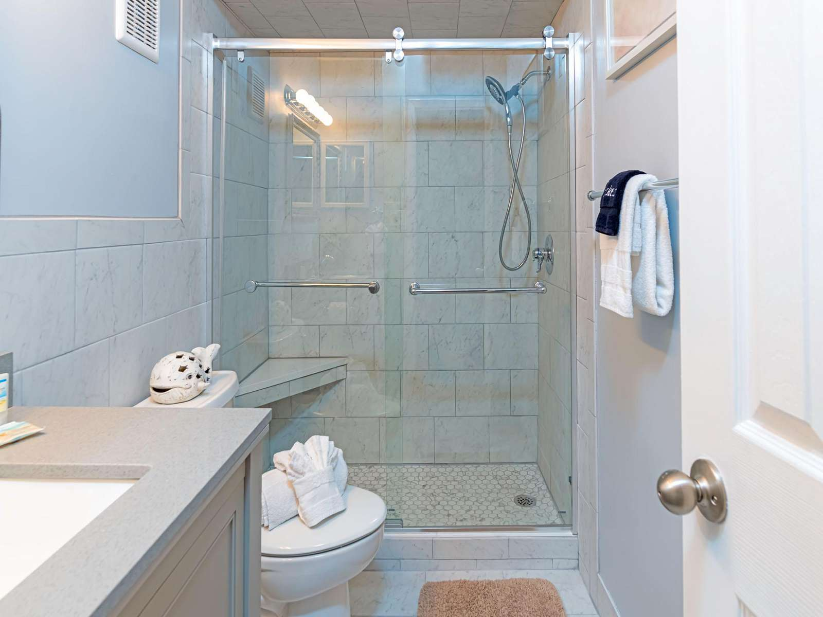 Recently renovated master bath with walk-in shower!