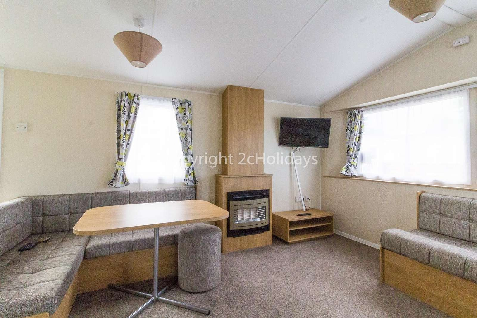Spacious open plan lounge/ dining area, a great place to relax with your family!