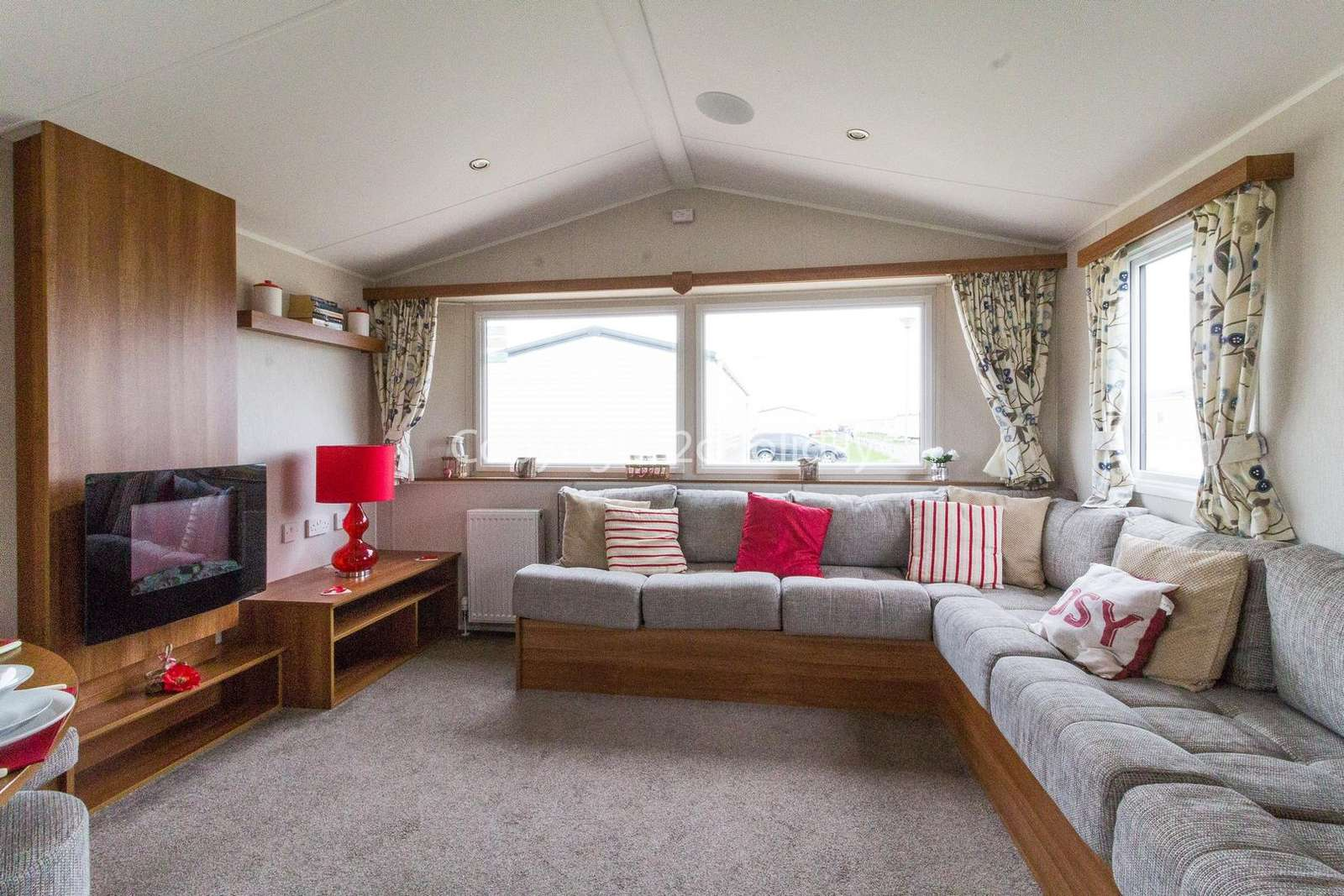 Superb 8 berth mobile home, pet friendly accommodation!