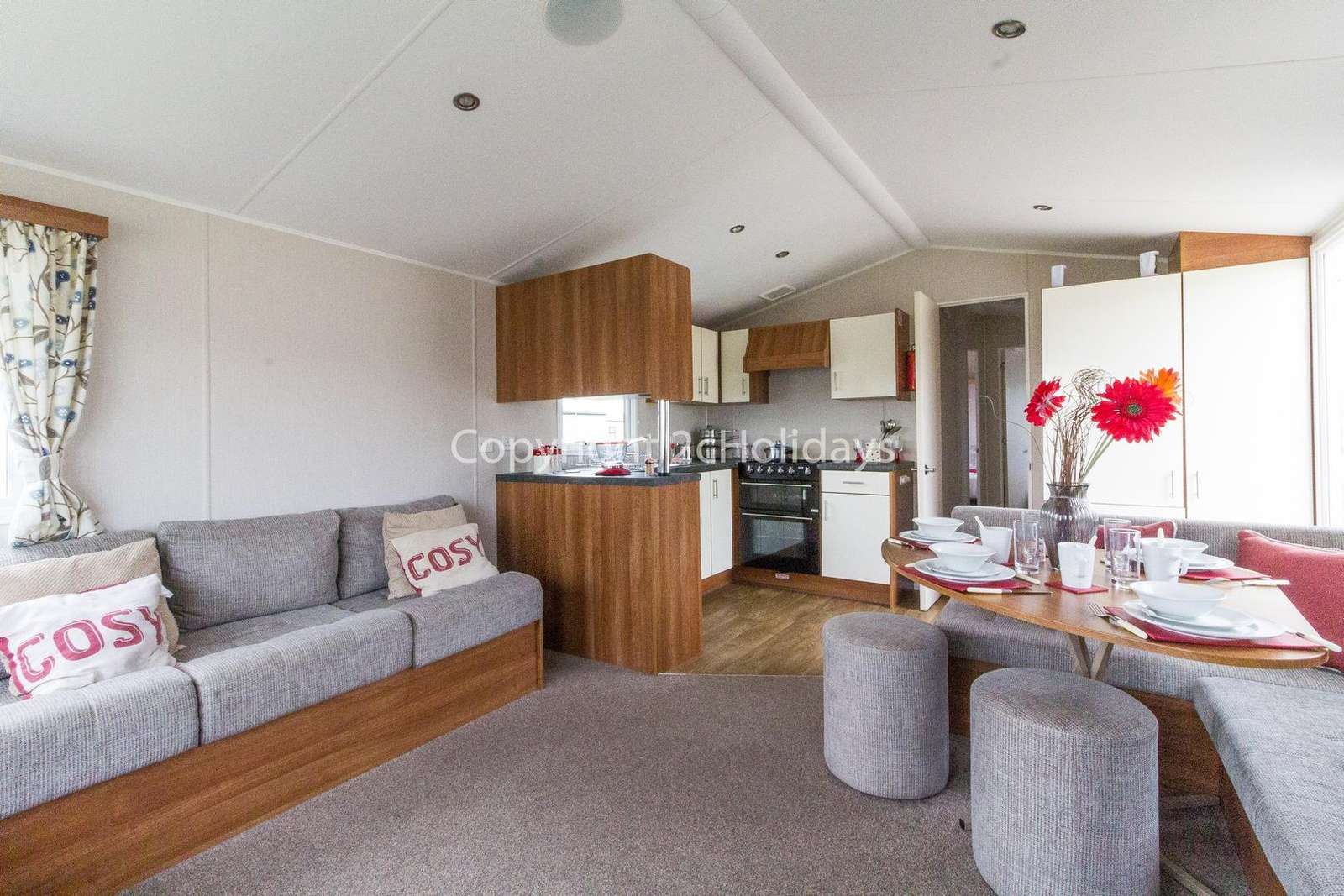 Cosy and spacious caravan, great for families!