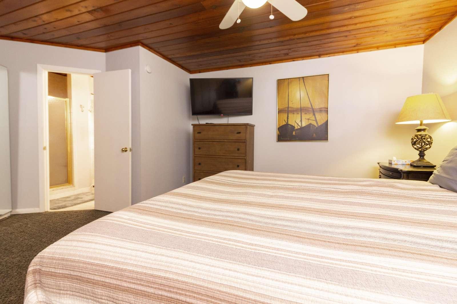 Master Bedroom - Entry to En'Suite Bath