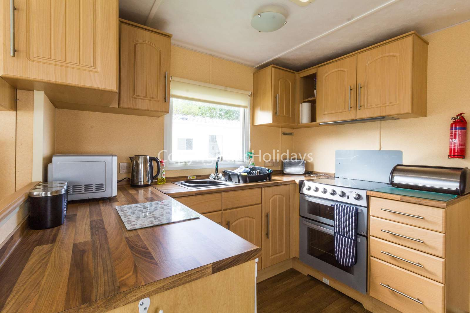 Modern and fully equipped kitchen, ideal for self-catering breaks
