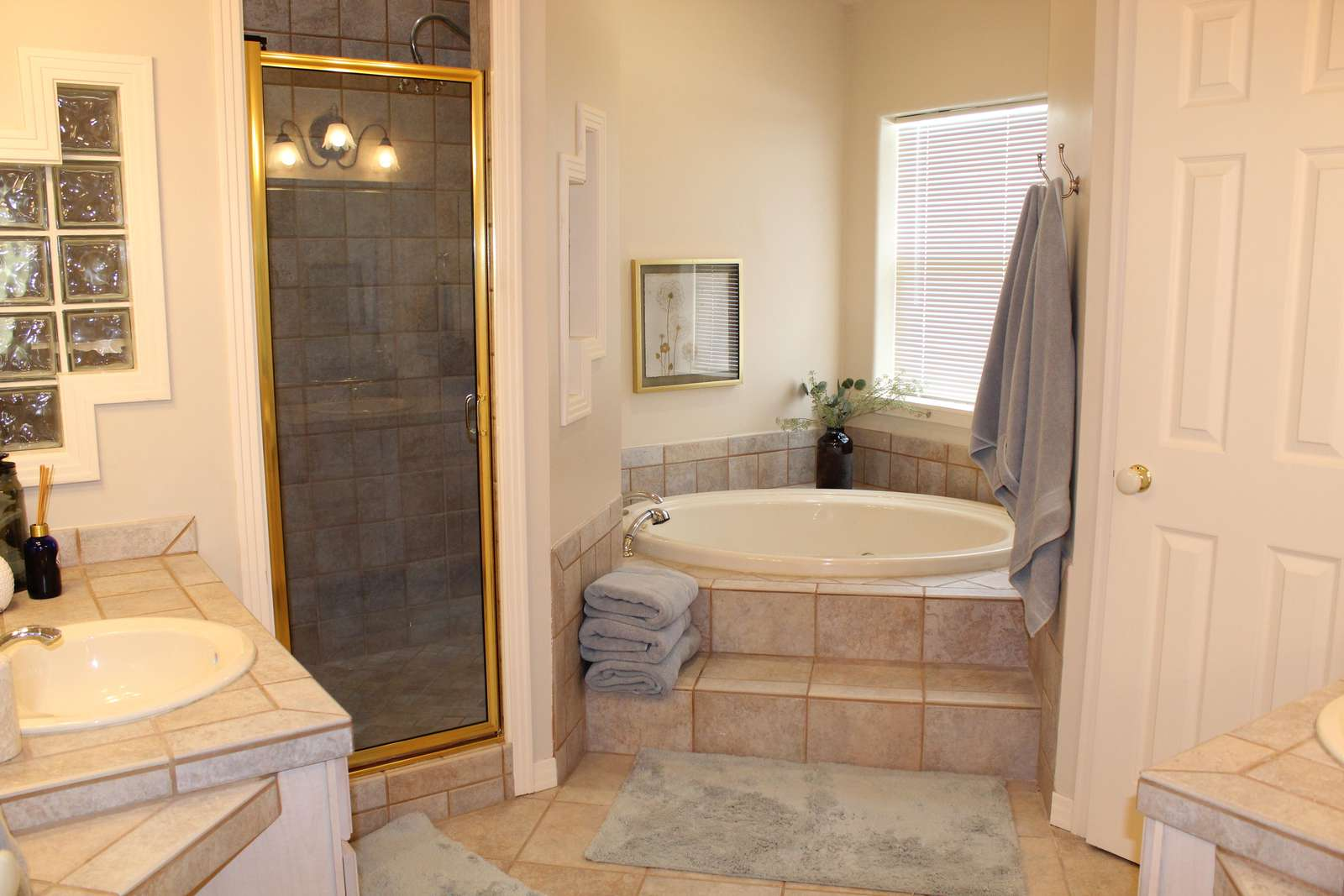 Master Bedroom #1 Jacuzzi tub