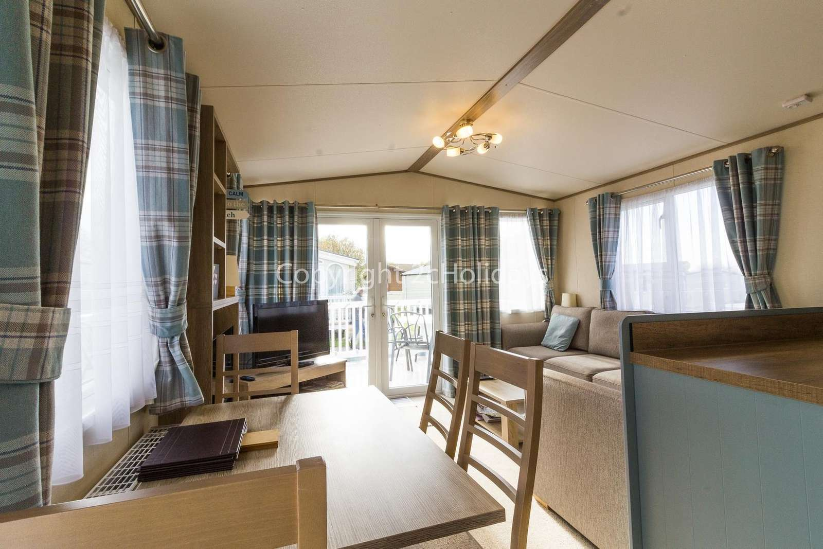 Spacious and open plan lounge and kitchen/diner, great for families!