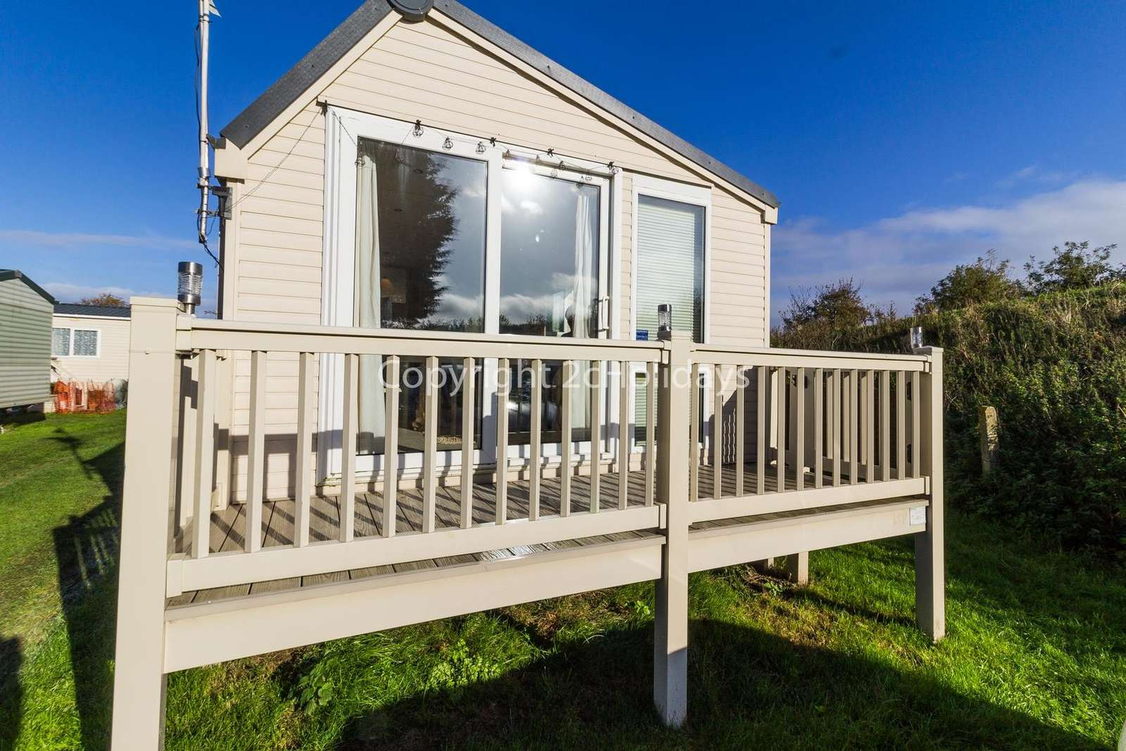 Luxury diamond rated mobile home with parking next to the accommodation