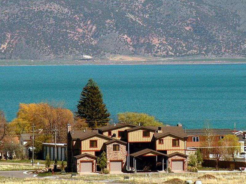 Located in downtown and walking distance to most attractions in Bear Lake