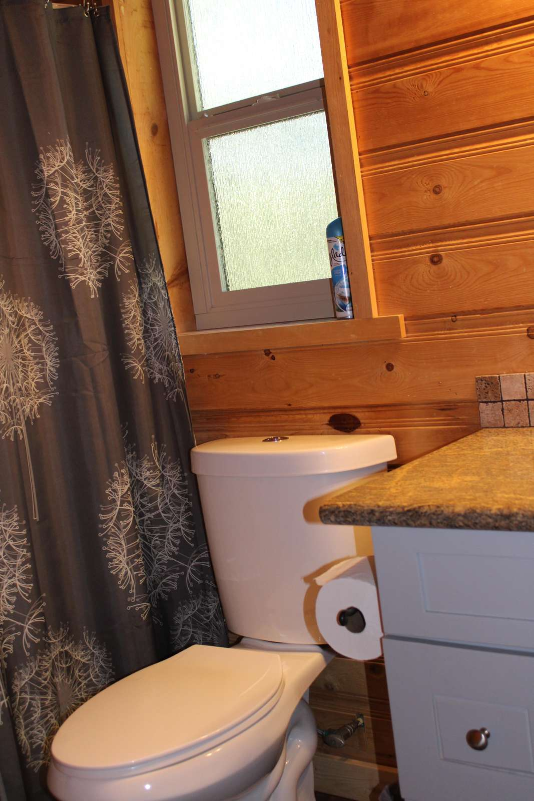 Full bathroom: Tub & Shower upstairs