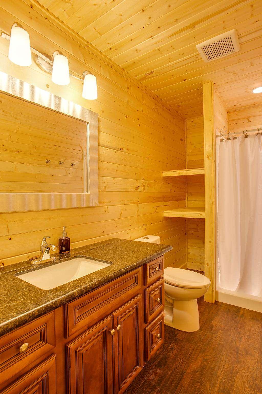 Bathroom 3: Upstairs