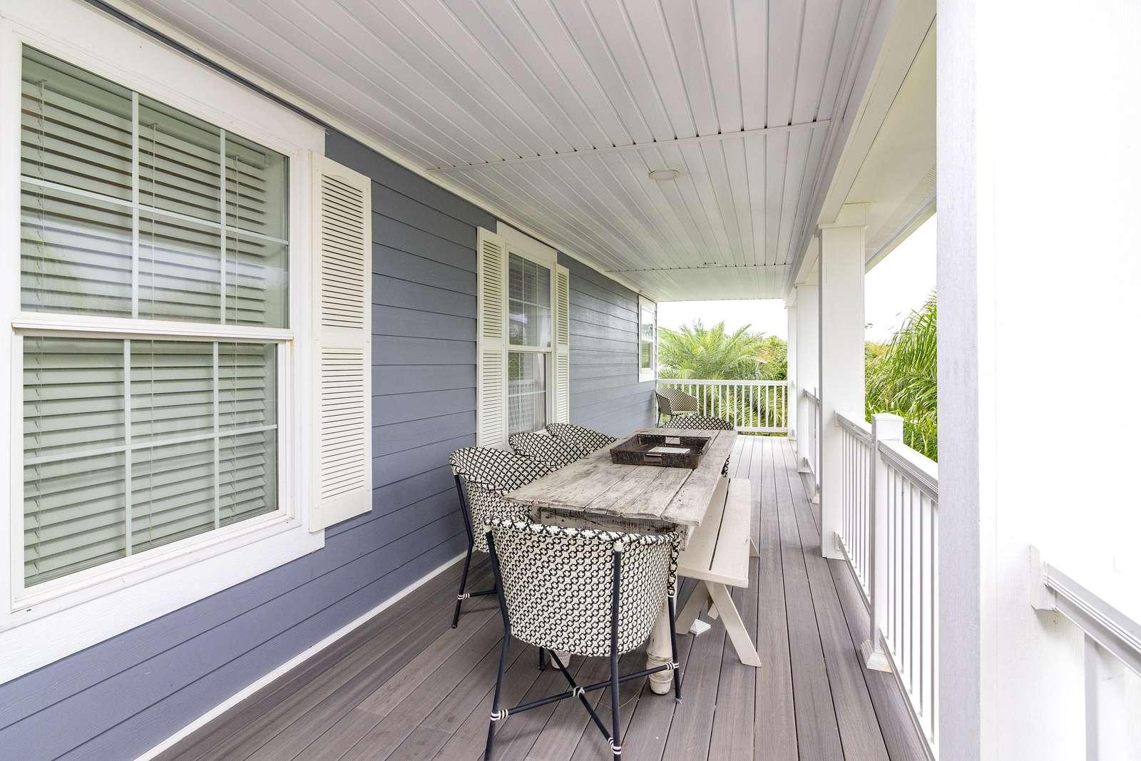 Second Floor Veranda - Outside Dining!