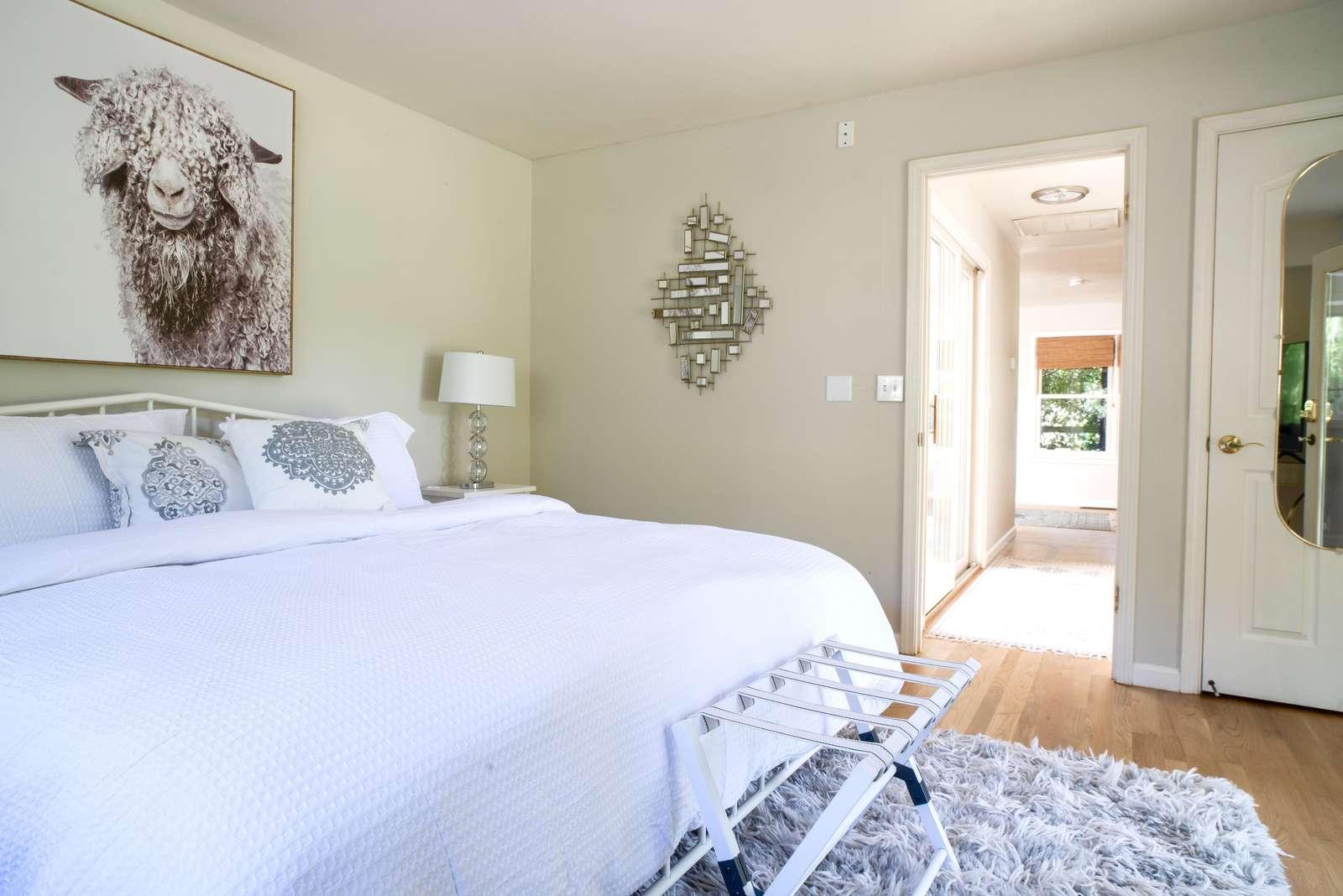 Cottage bedroom (King)
