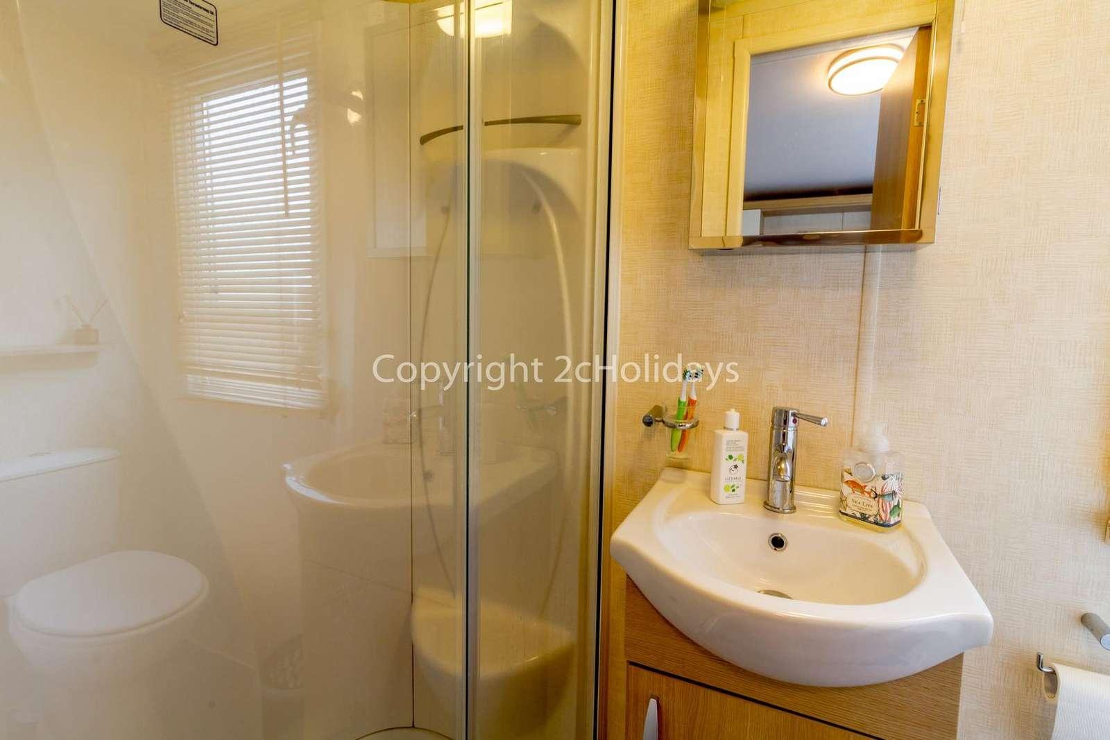Great en-suite shower room