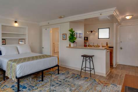 Waikiki Grand Suite 719