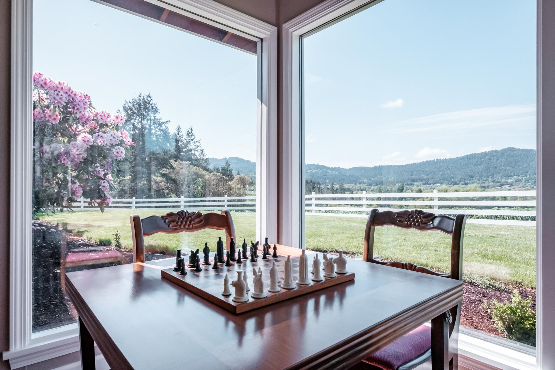 Play chess while enjoying the panoramic view of Vineyard Mountain