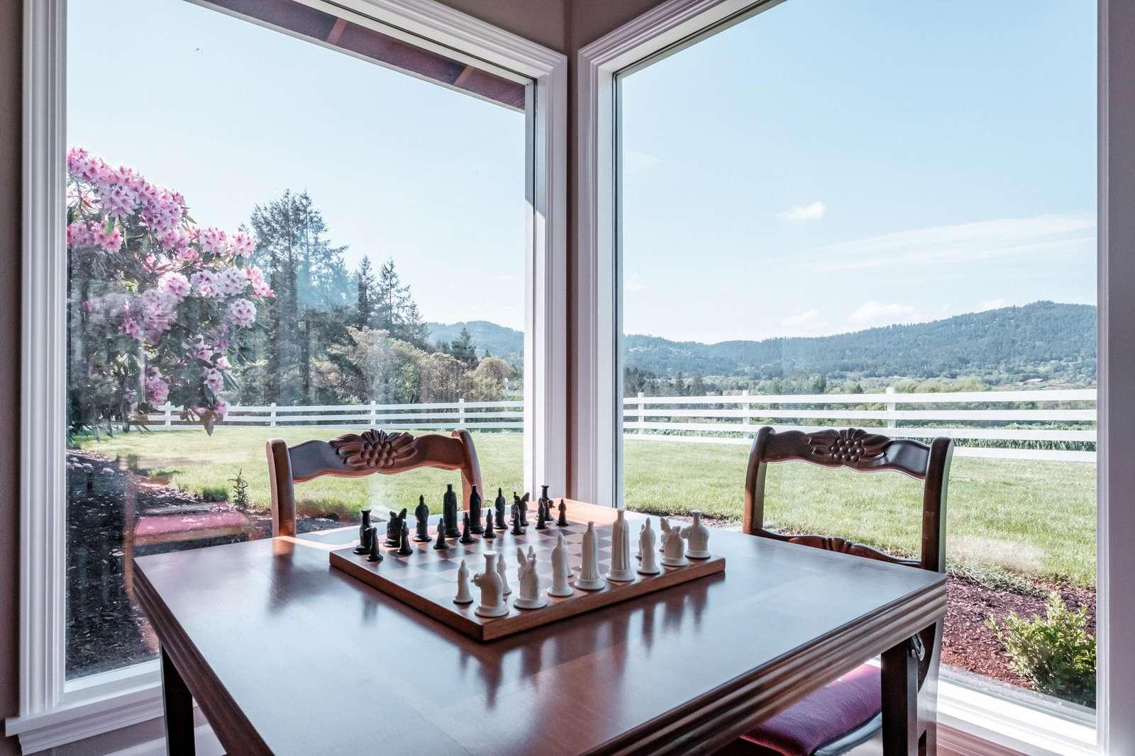 Play chess while enjoying the panoramic view of Vineyard Mountain