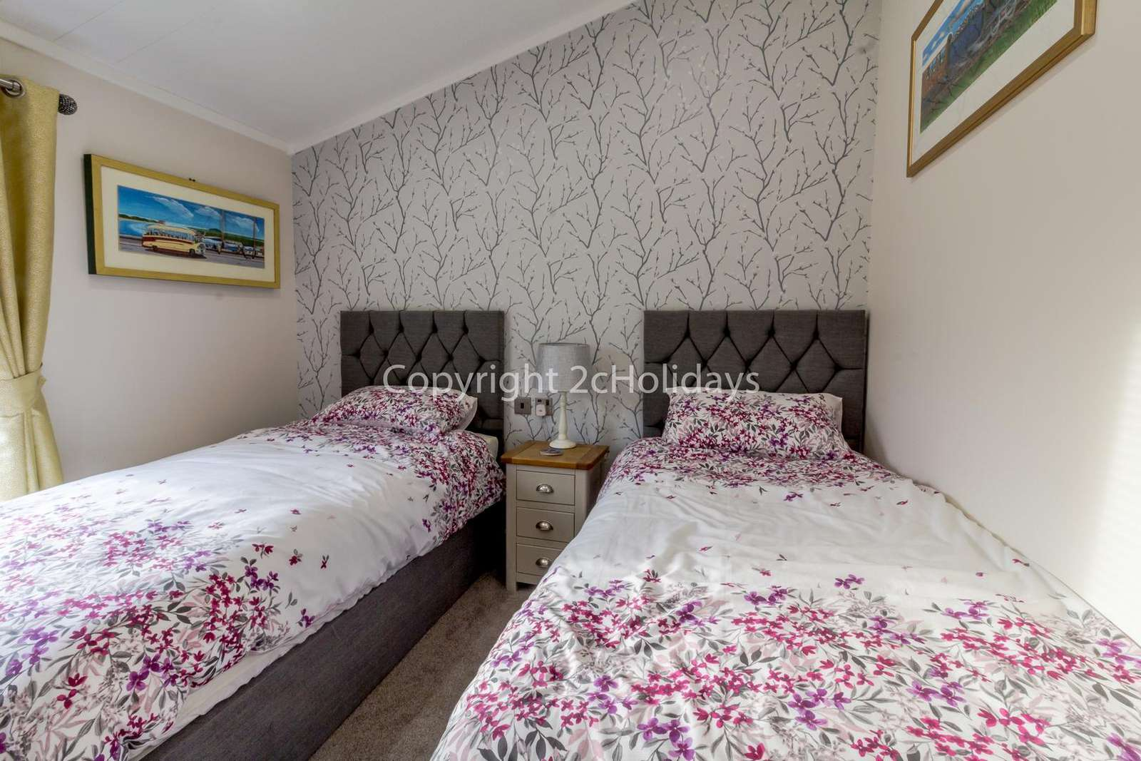 Beautifully decorated twin bedroom!
