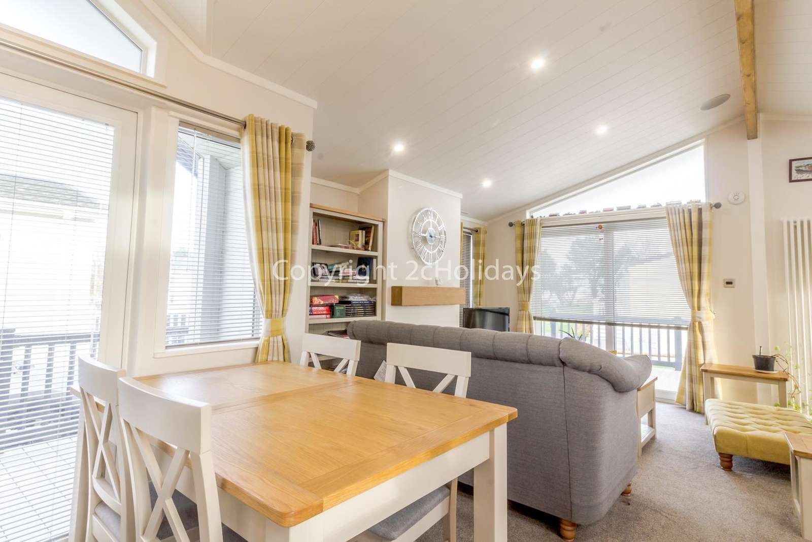 Spacious open plan living/dining area!