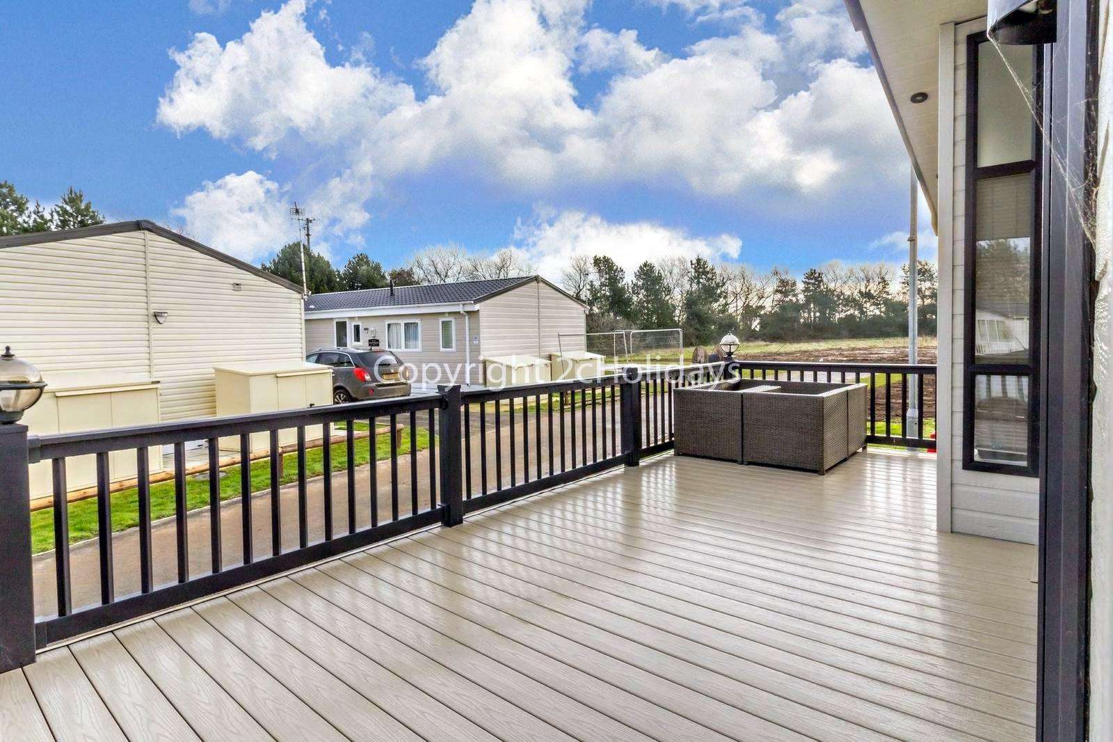 Wrap around spacious gated decking, ideal for families and your pets!