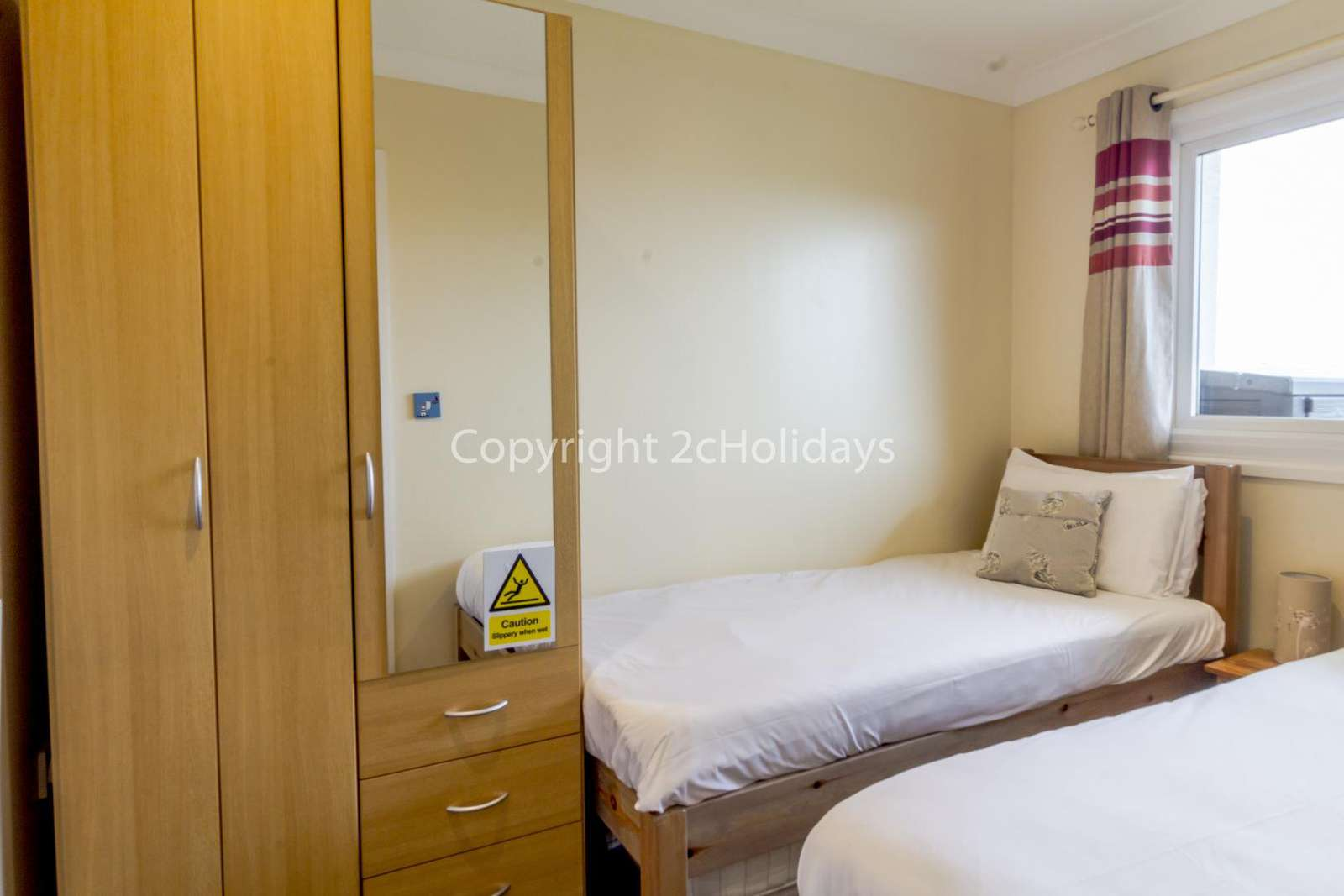Cosy twin bedroom with plenty of storage space