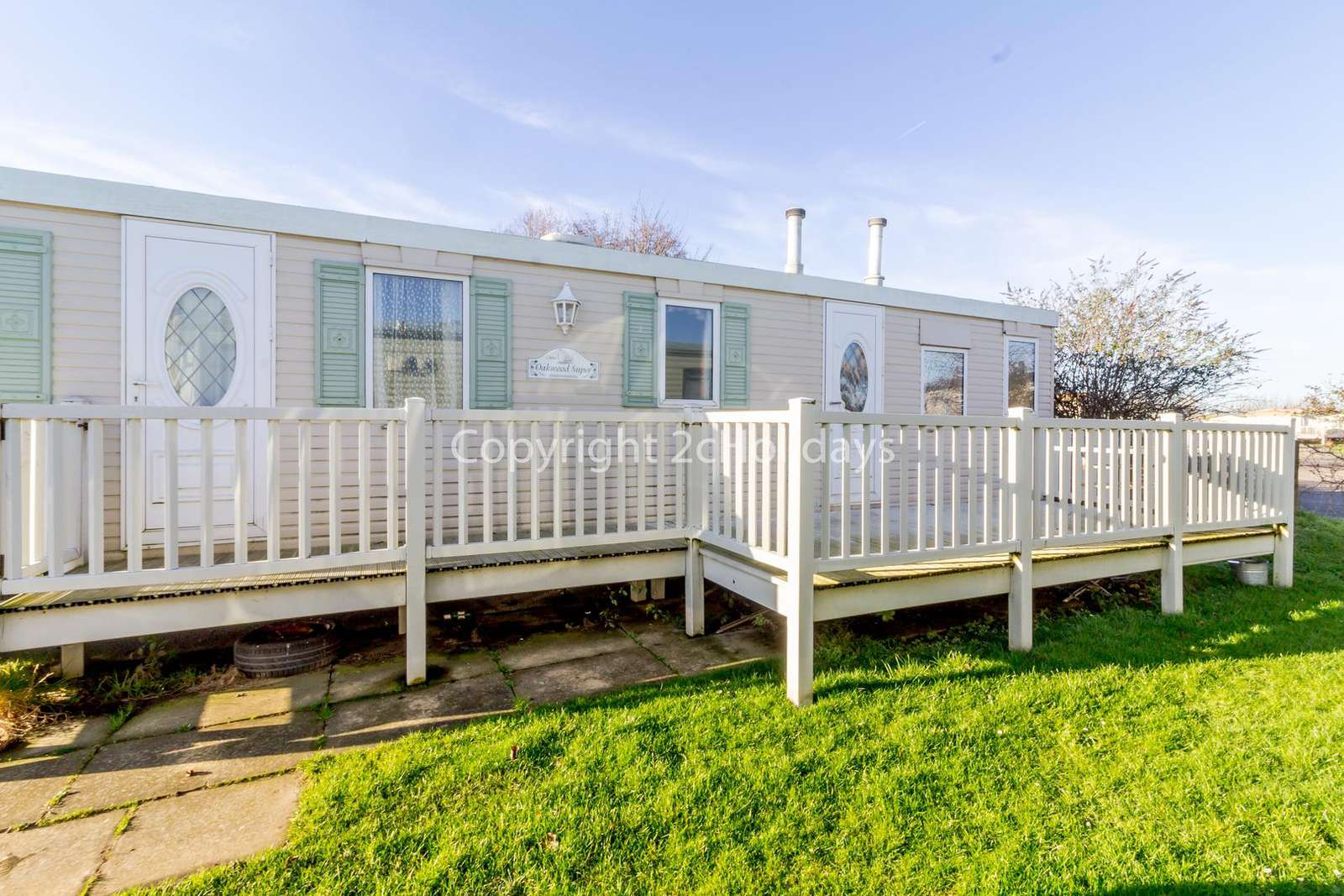 Great 6 berth mobile home on a brilliant holiday park