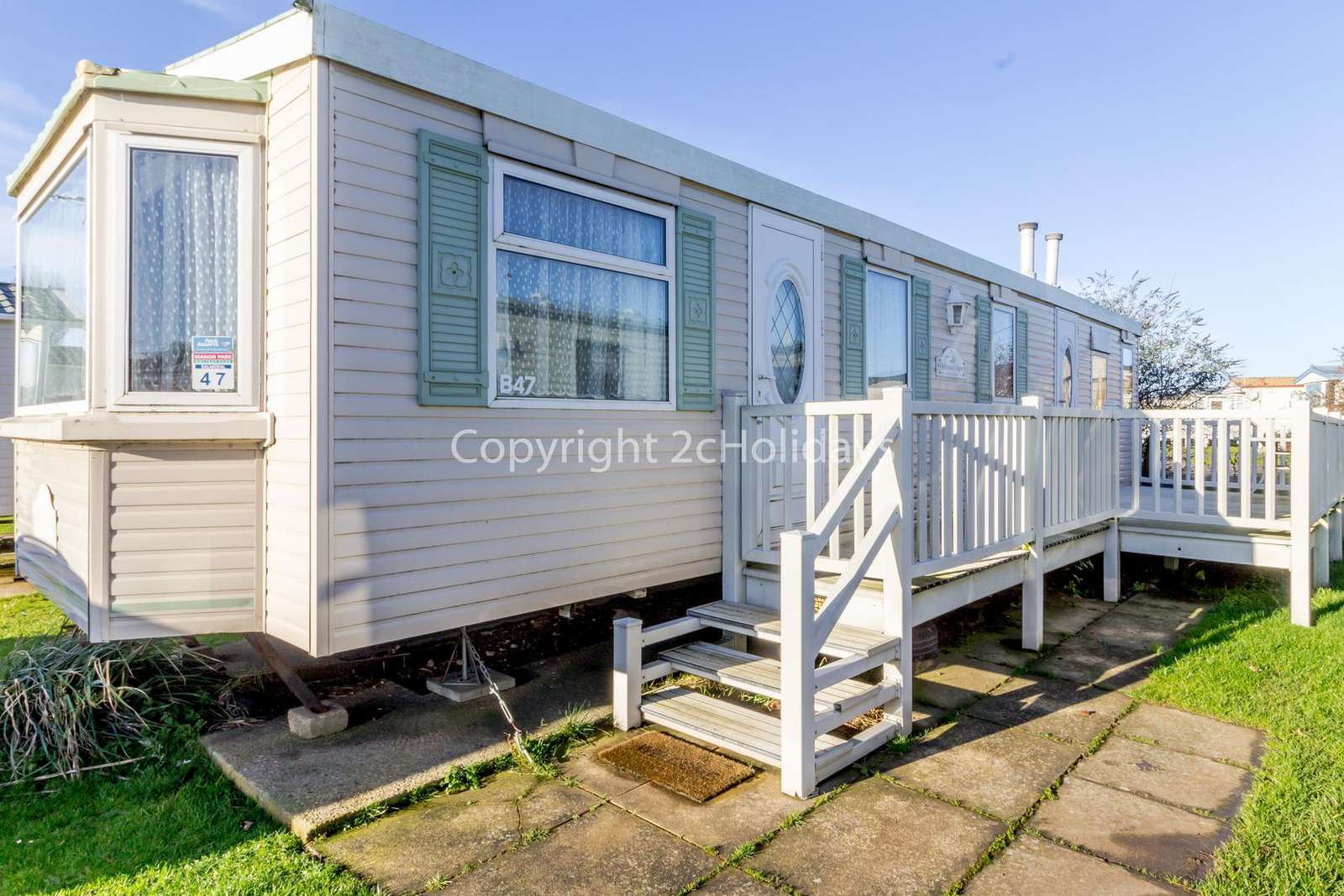 Great caravan with decking and outside furniture to enjoy the sunshine