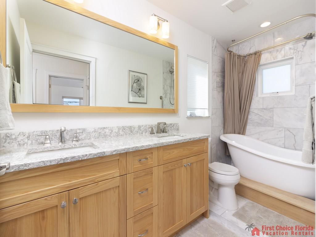 All Ashore North Bathroom with Mirror