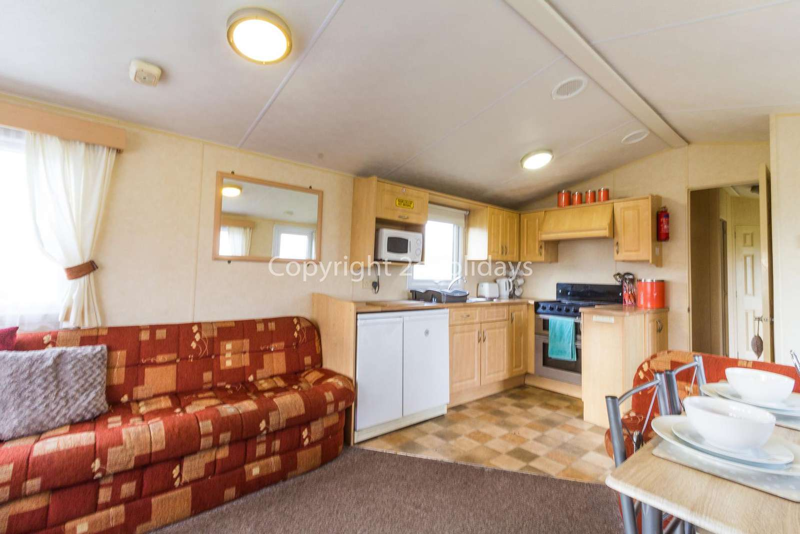 Spacious open plan kitchen diner, great for families!