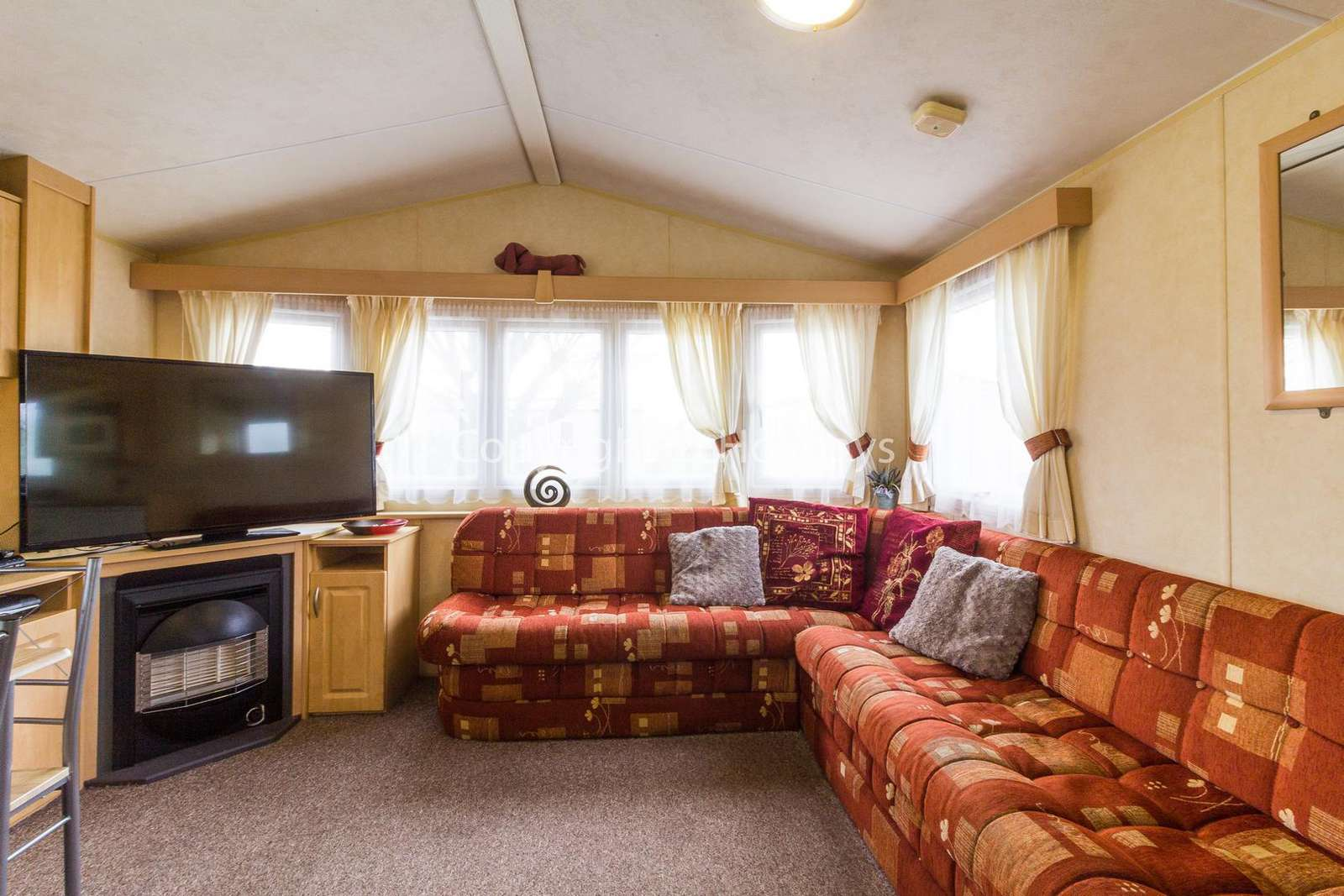 Cosy and homely lounge, ideal for families with a TV and electric fire!