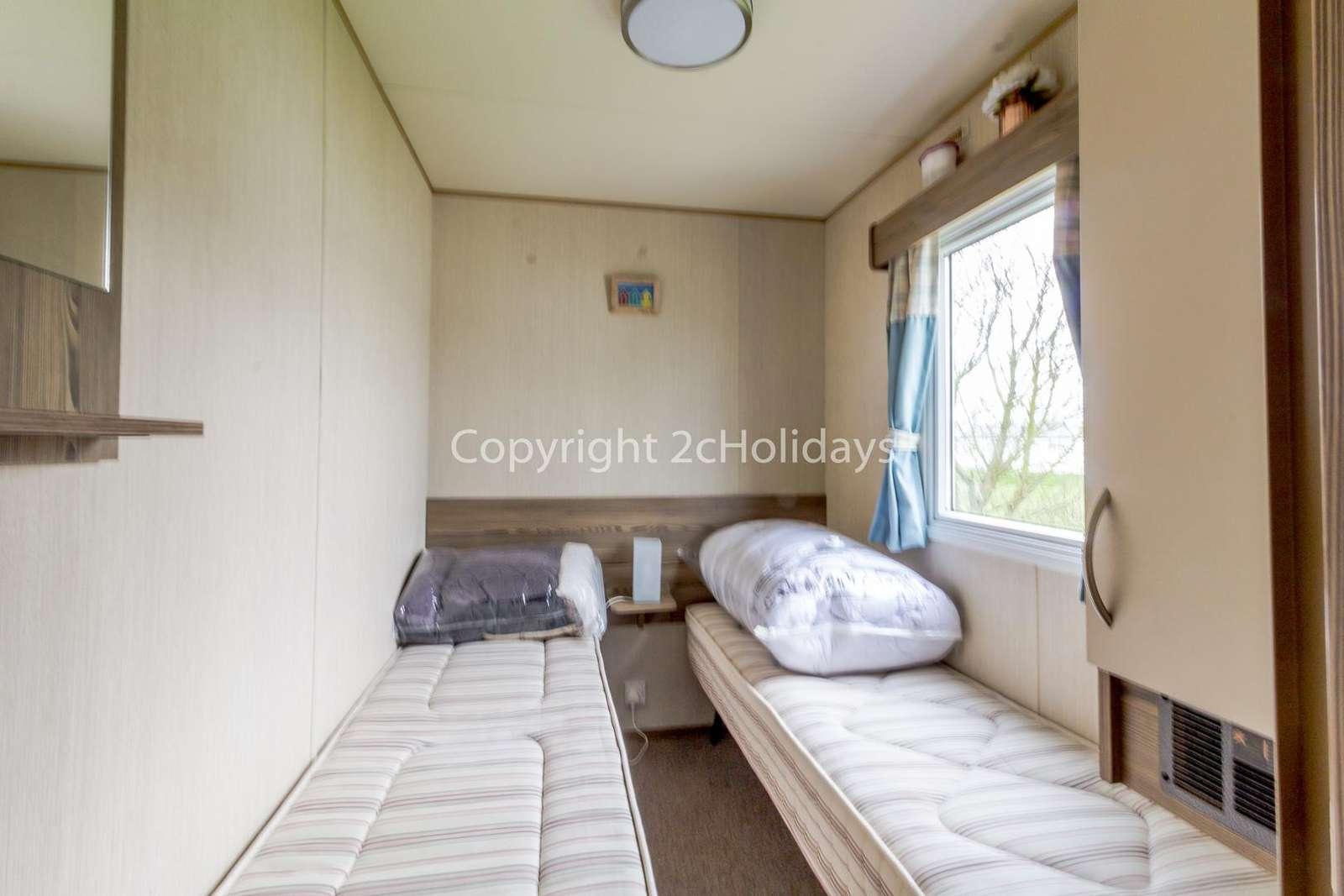 Good size twin bedroom!