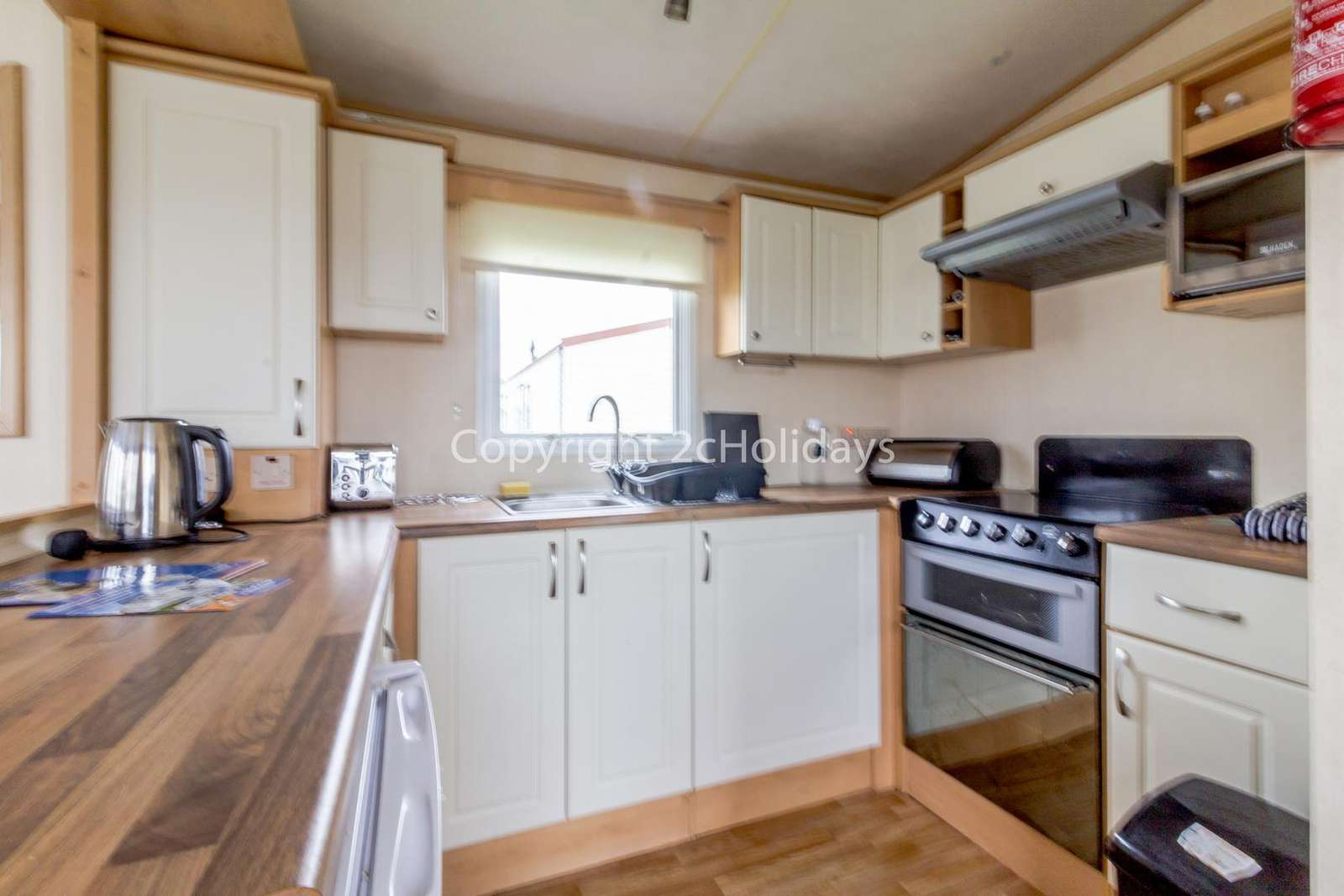 Fully equipped kitchen, perfect for self-catering holiday!