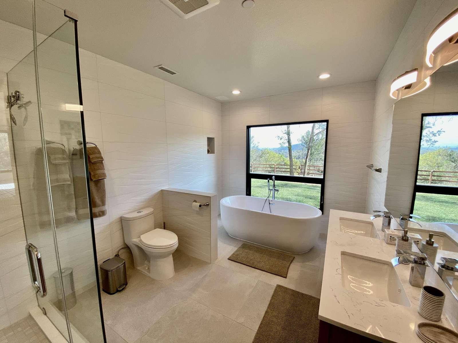 Bathroom 4 (Ensuite w/ Bedroom 4)
