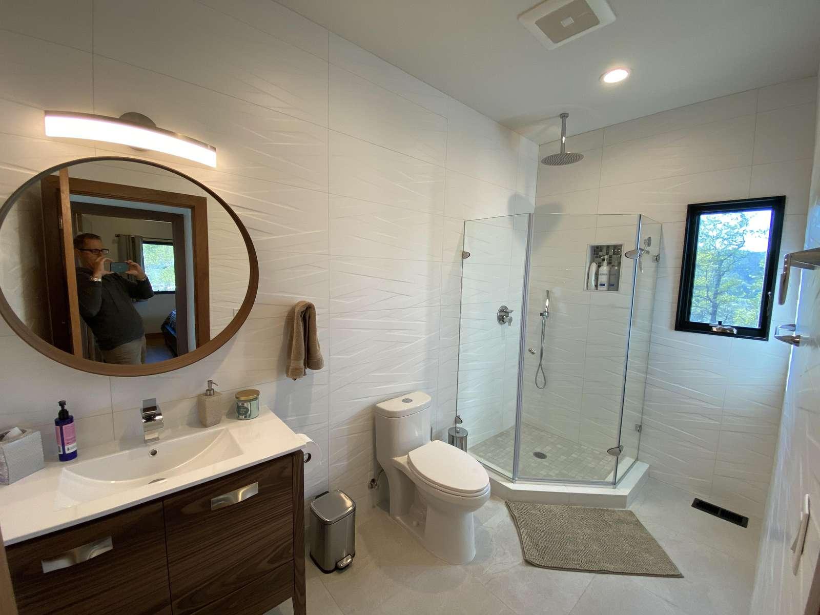 Bathroom 5 (Ensuite w/ Bedroom 5)