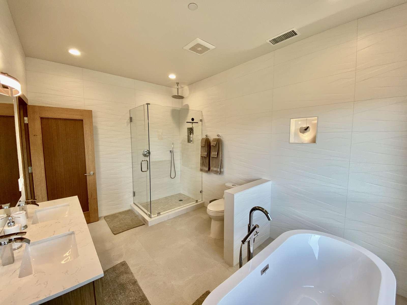 Full Bathroom 1 (Off Kitchen)